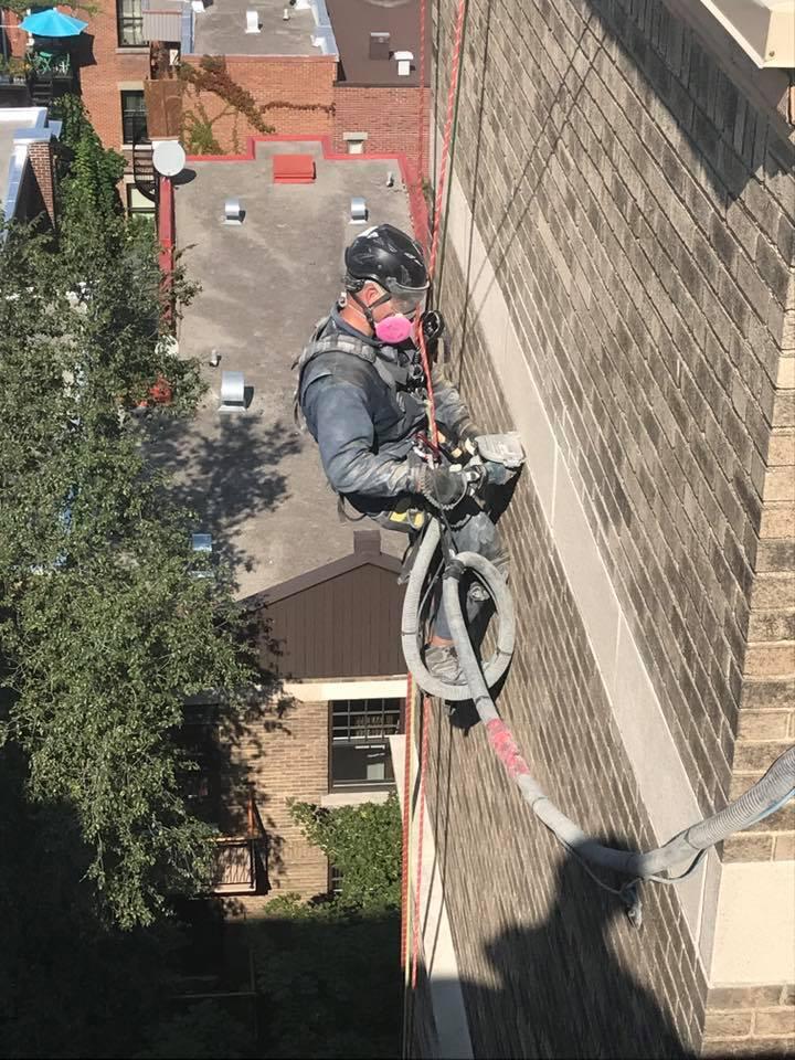 reparation de facade en appui sur corde macnnerie
